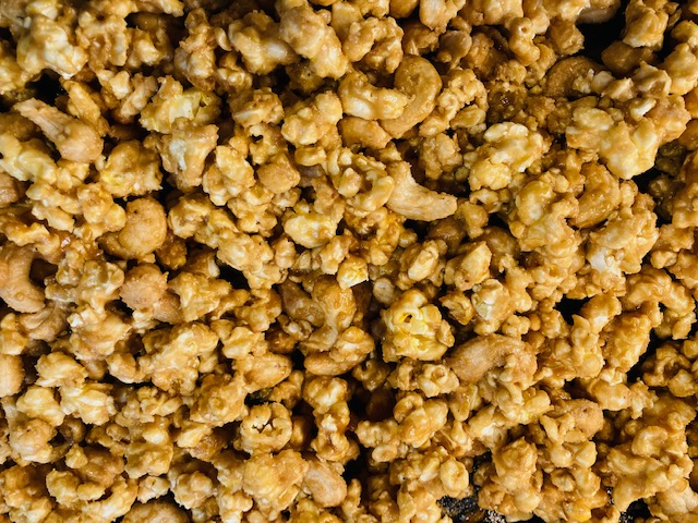 completed easy homemade caramel corn with cashews